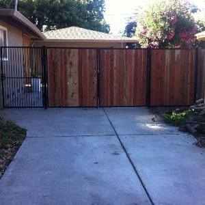 wood residential fence/gate